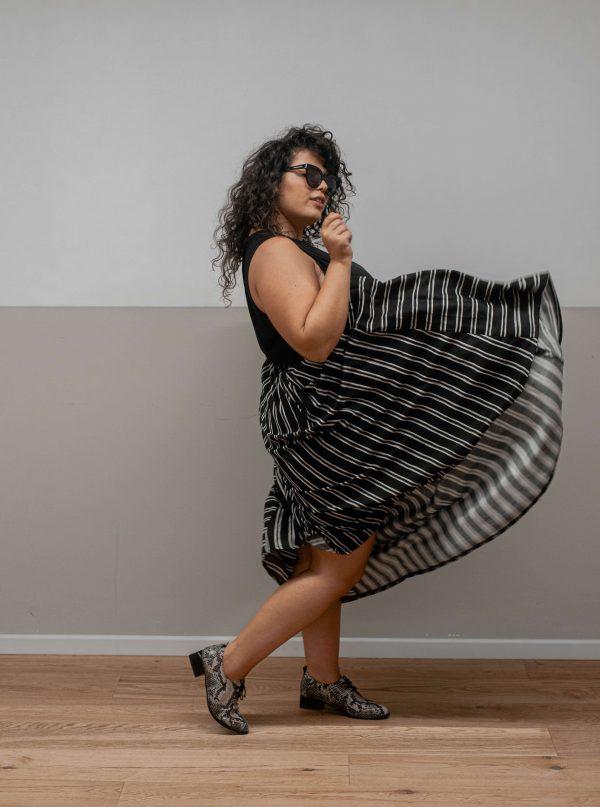 חצאית פסים שחורה ומיוחדת שמתאימה לכל אירוע ומשדרגת את הלוק והארון של כל פשיניסטה!